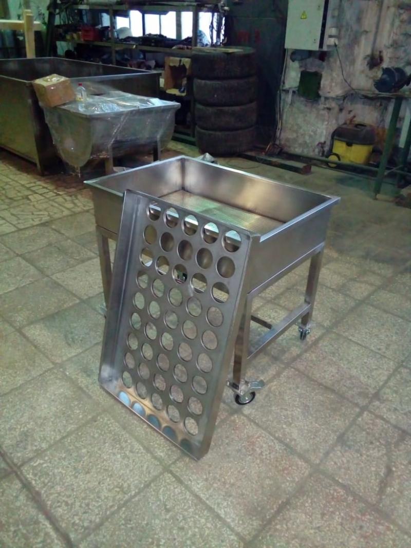 Формовочный стол с групповой воронкой